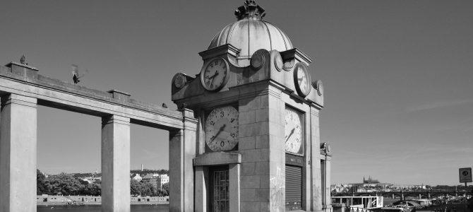 Ranní procházka černobílou Prahou